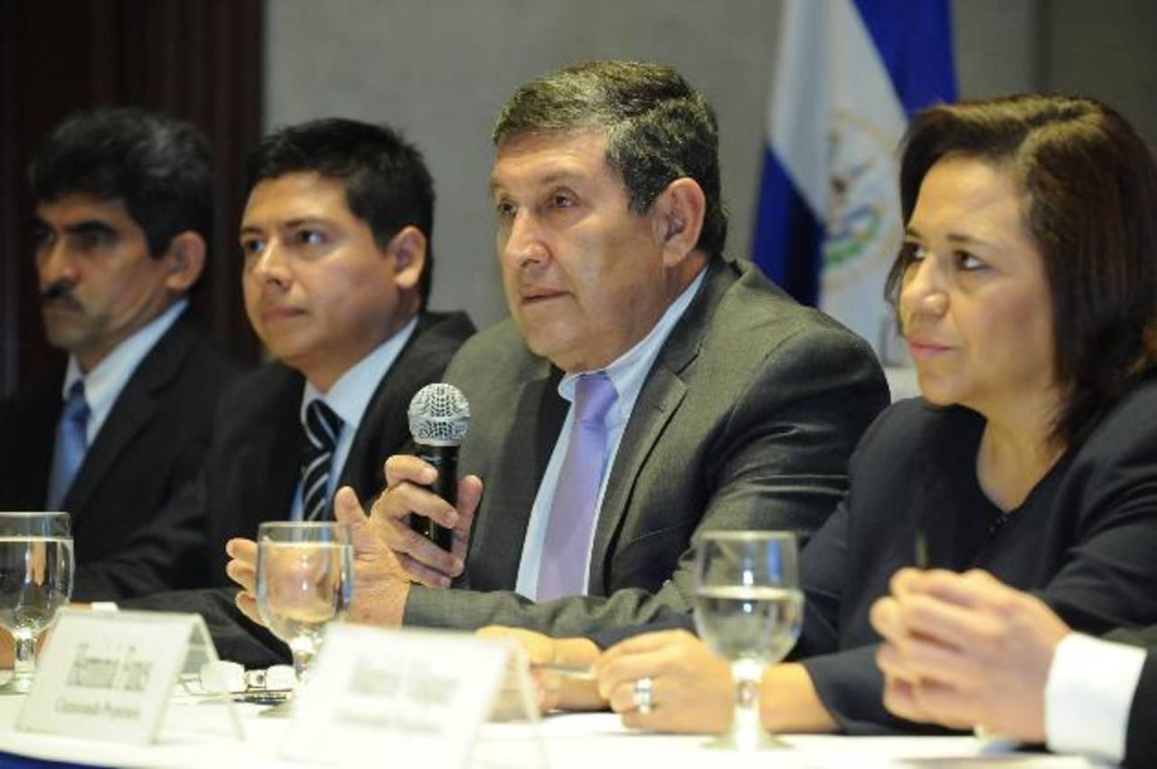 Los comisionados del IAIP reiteraron que esos salarios resguardaría su independencia ante presiones. foto edh / archivo