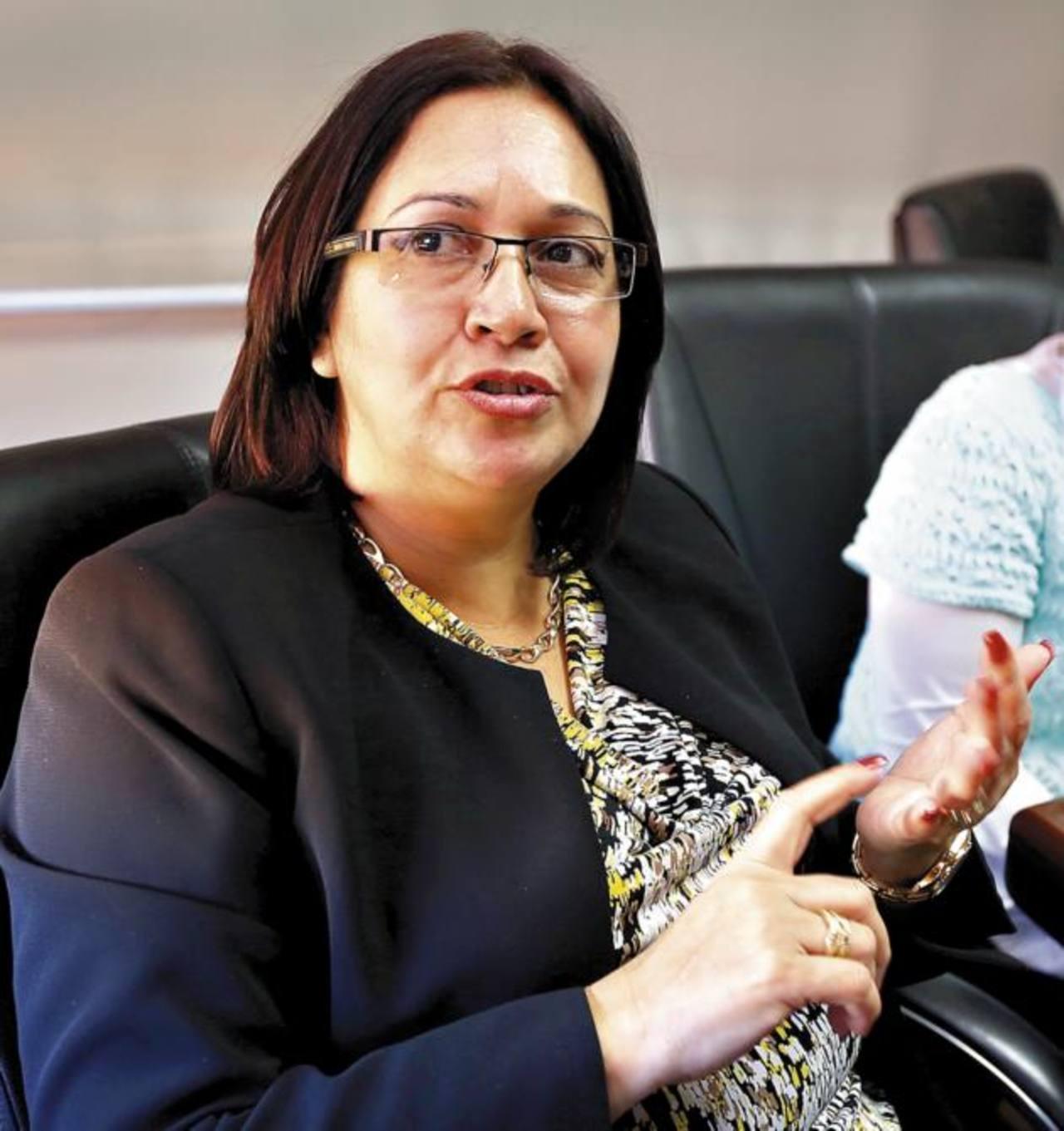 La ministra de Salud, Roxana Araujo. foto edh