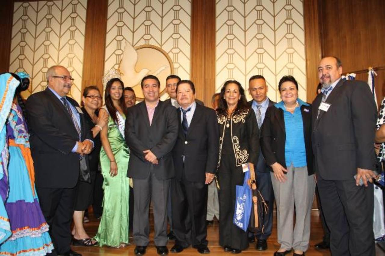 El candidato a vicepresidente de la República finalizará este día la gira por Los Ángeles. foto edh / cortesía