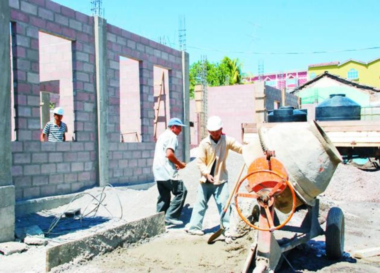 El último año, la industria de la construcción dejó de generar unos mil empleos directos, según estimaciones de Casalco. foto edh / jorge reyes