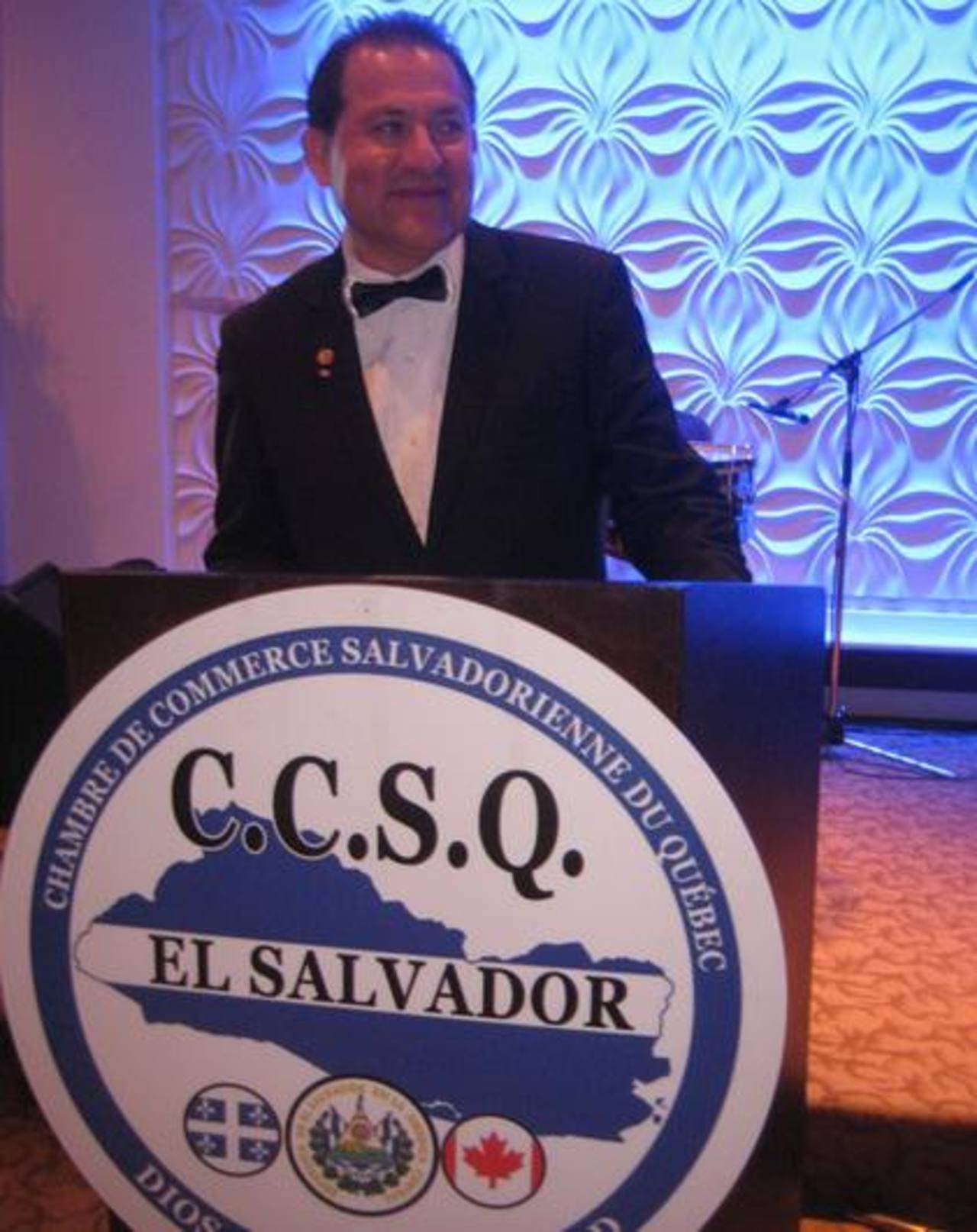 El presidente de la Cámara de Comercio Salvadoreña de Quebec, Jaime García al dirigirse a los asistentes de la cena del primer aniversario de esa institución. Foto EDH/ Yensy Ortiz