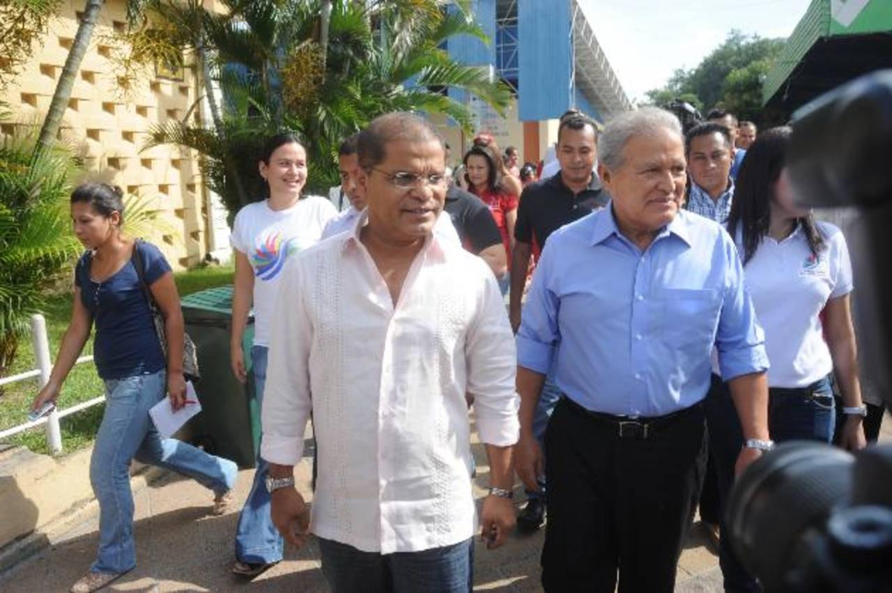 Fórmula presidencial FMLN se reunió ayer los jóvenes de la Mesa de Juventud del partido. FOTO EDH /lissette monterrosa