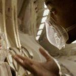 """Los actores Will Smith (Cypher Raige) y Jaden Smith (Kitai Raige) en una de las escenas de la película """"After Earth"""". Bajo la dirección de M. Night Shyamalan (""""El Sexto Sentido"""")."""