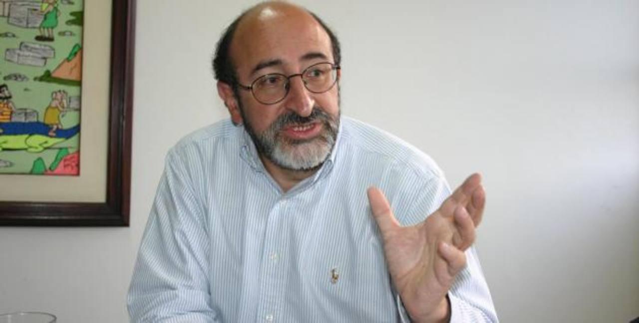 """El senador Juan Lozano critica """"la ley de concesión del canal a los chinos por Nicaragua""""."""