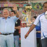 Salvador Sánchez Cerén y Óscar Ortiz, la fórmula del FMLN, inauguraron ayer la Copa Alba. foto edh / lissette monterrosa