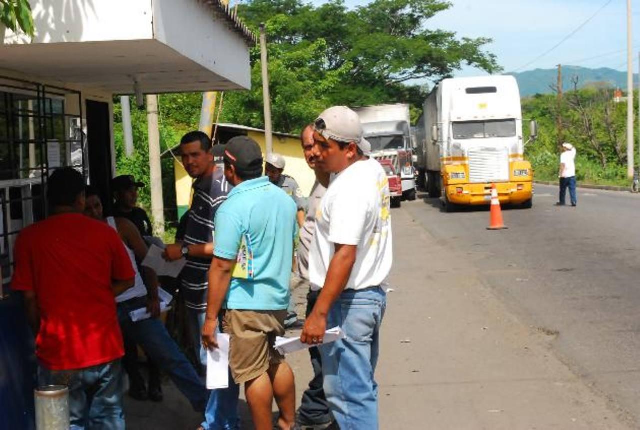 Los servicios aduanales experimentarán una nueva variación este mes. foto edh / ARCHIVO