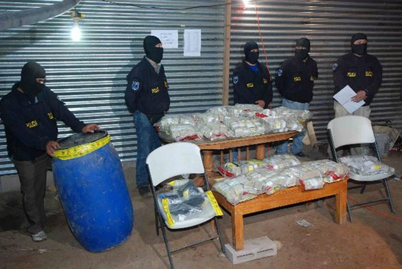 En septiembre 2010, la PNC decomisó en Zacatecoluca, más $10 millones, supuestamente producto de la narco actividad.