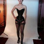 Alemana reduce de 64 a 40 centímetros su cintura, usó corsé durante tres años