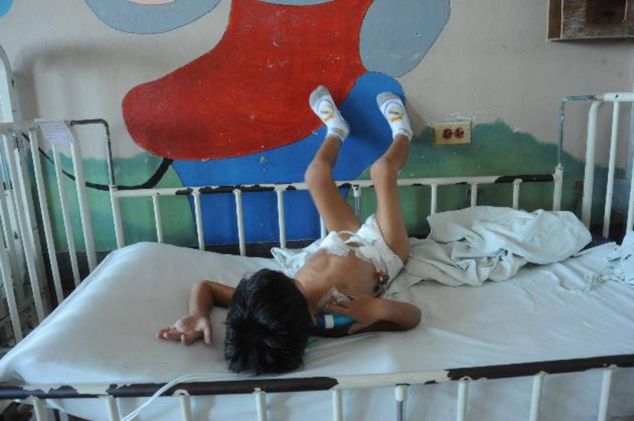 Waldemar, de cuatro años, lleva ingresado en el hospital Bloom más de cinco meses. Foto EDH / archivo