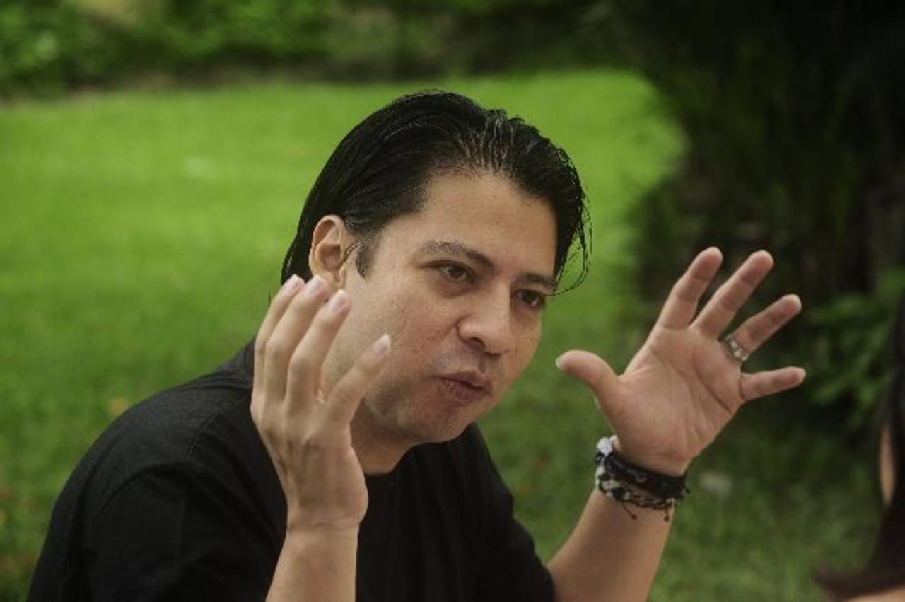 René Figueroa es poeta y fotógrafo. Foto/ Omar Carbonero