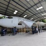 El Boeing 737 fue donado hace tres años a la UDB, en él los estudiantes realizan sus practicas. Fotos EDH /OMAR CARBONERO