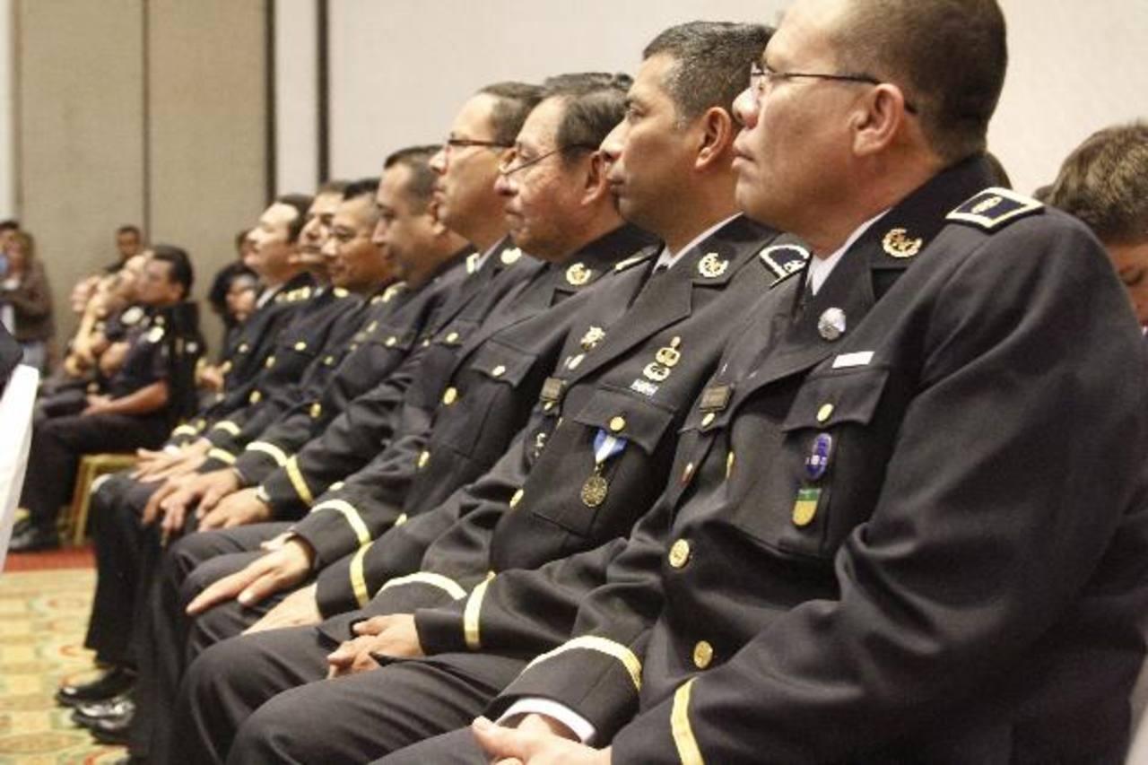 La Policía tienen desde ayer a 28 nuevos subcomisionados que reforzaron sus conocimientos policiales para ser más efectivos en contra de la criminalidad. Foto EDH / Cortesía PNC