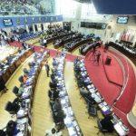 Diputados de todas las bancadas dieron sus votos, pero tres legisladores de Gana se abstuvieron. Foto EDH / jorge reyes