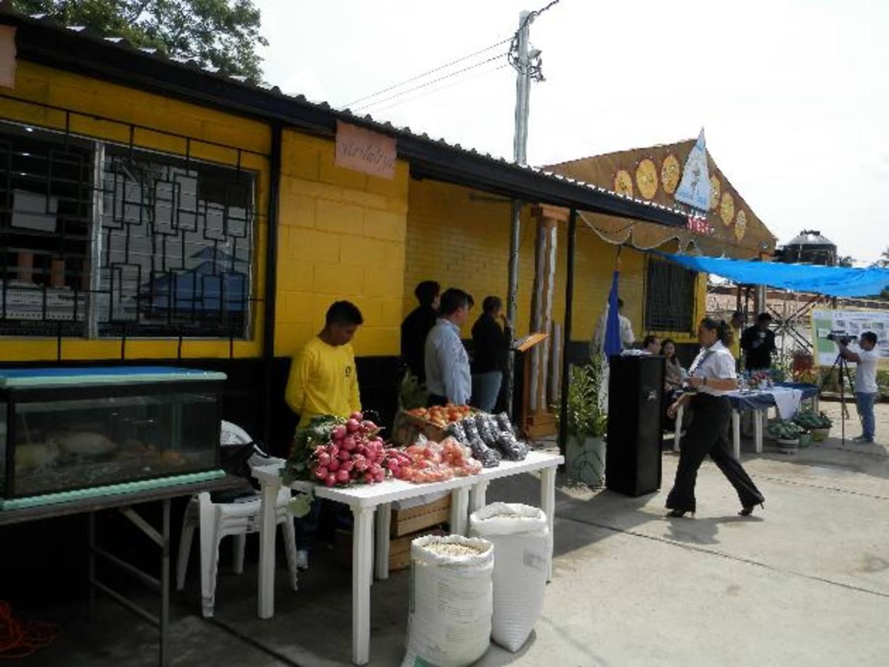 La tienda está habilitada en el recinto penitenciario, ubicado en la carretera hacia Metapán. Foto EDH / Milton jaco