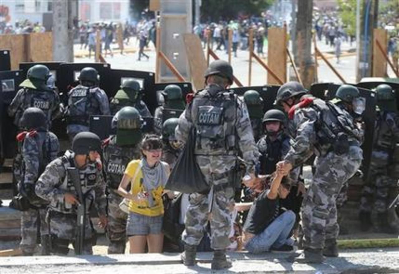 Manifestación cerca del Estadio Castelao en Fortaleza, Brasil,