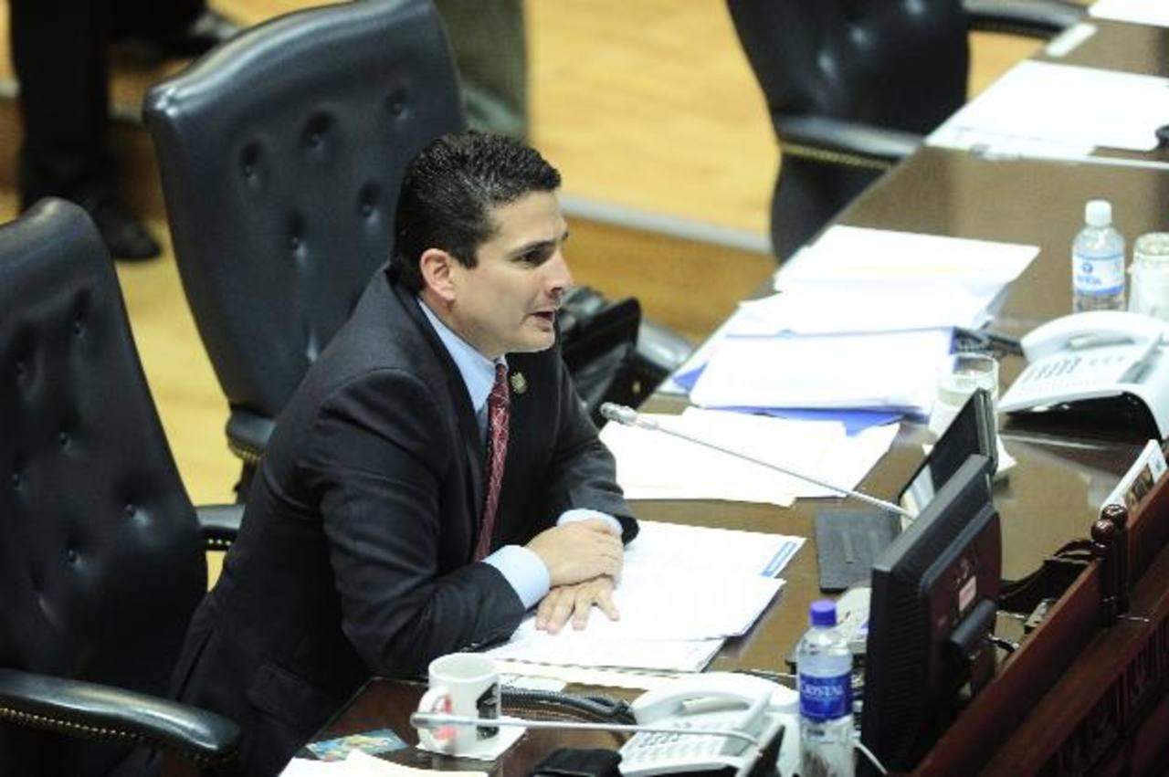 El diputado de ARENA, Roberto d'Aubuisson, interpuso la petición para crear la nueva comisión especial. Foto EDH / Jorge reyes