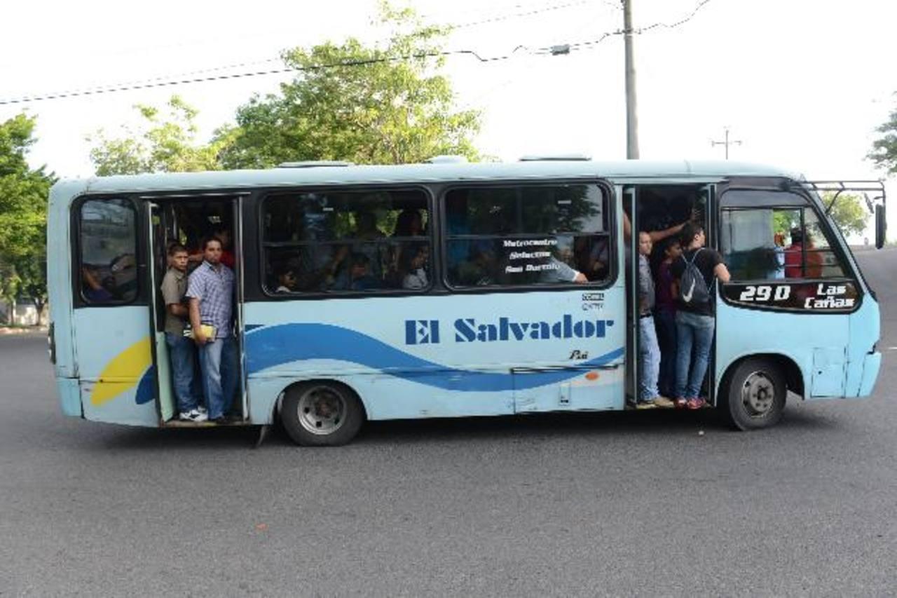 Desde que la Acopatt fue obligada por el VMT a retirar de circulación varios buses a la gente le cuesta viajar.