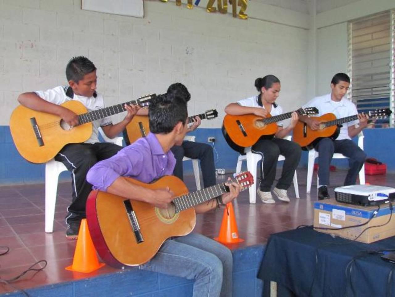 Durante la actividad, los participantes demostraron habilidades aprendidas en los diferentes talleres. Foto EDH / Mauricio Guevara