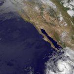 Cosme se vuelve huracán frente a México