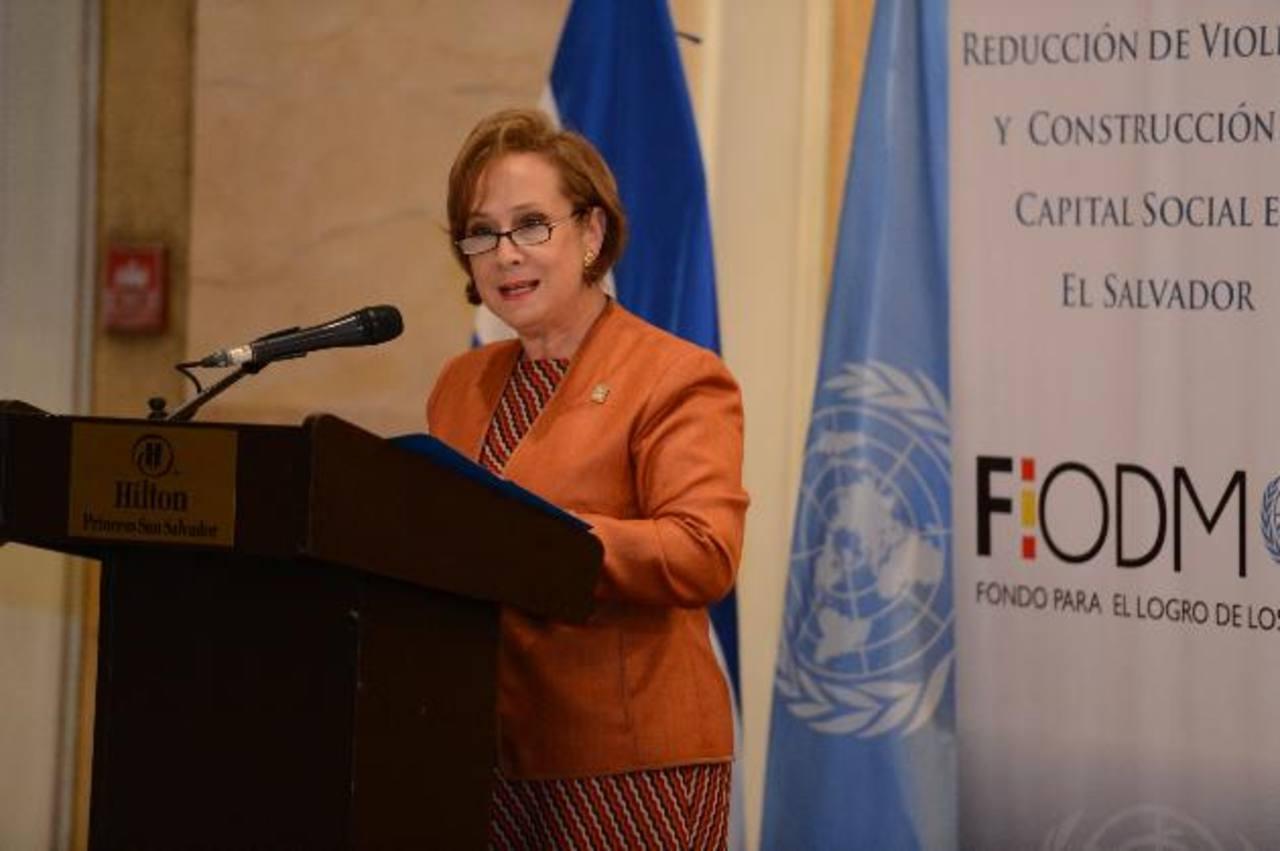 Gloria de Oñate, concejal de San Salvador, dijo que violencia es un cáncer que carcome el tejido social. Foto EDH / Mauricio Cáceres