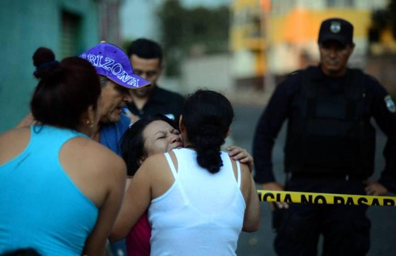 Néstor Alexander Lima Colocho, de 19 años, fue asesinado ayer por la tarde en el punto de la ruta 27. Foto EDH / Jaime Anaya