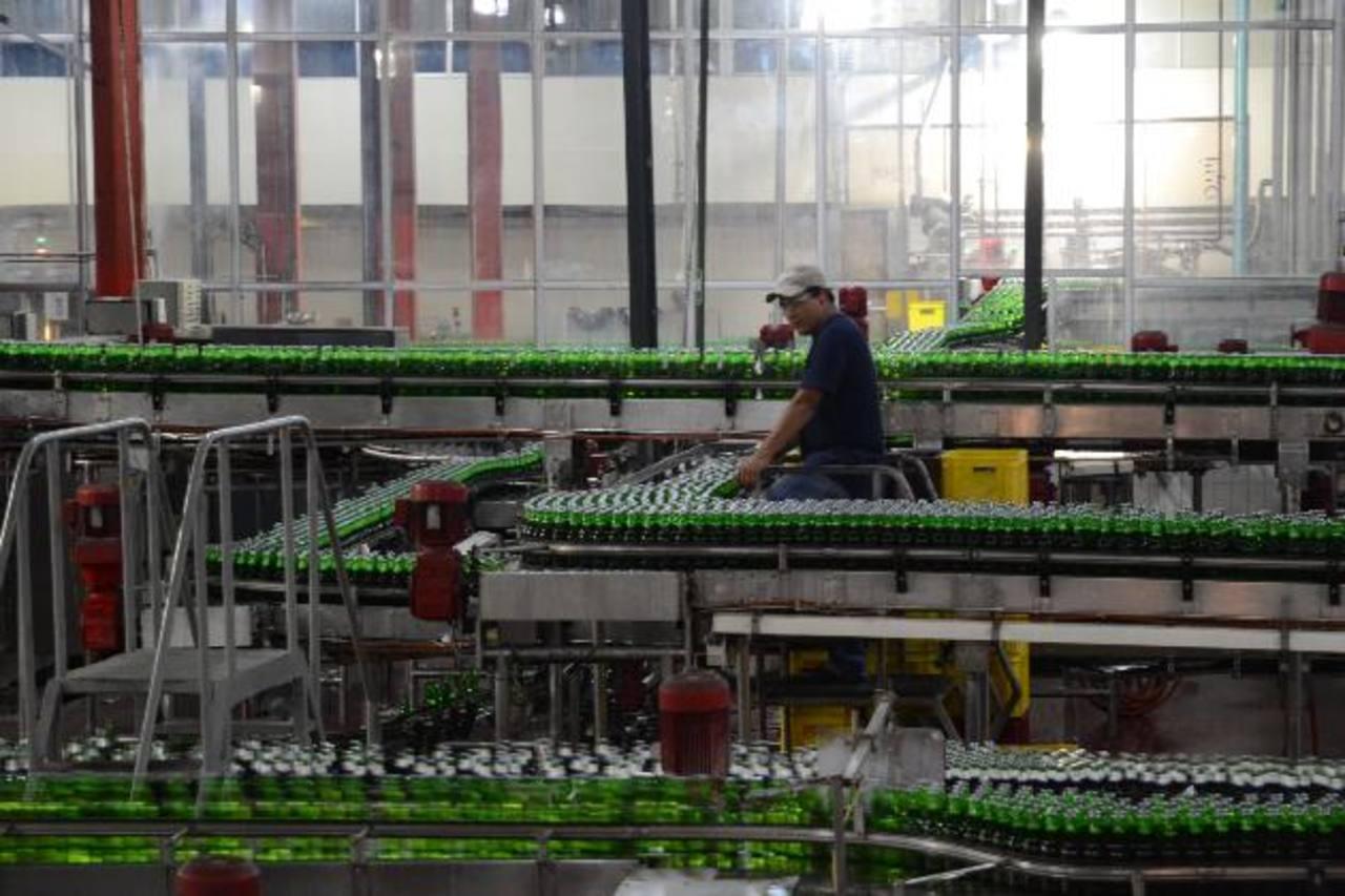 La planta cervecera de ILC El Salvador ha logrado optimizar el uso del agua y de energía. foto edh / david rezzio