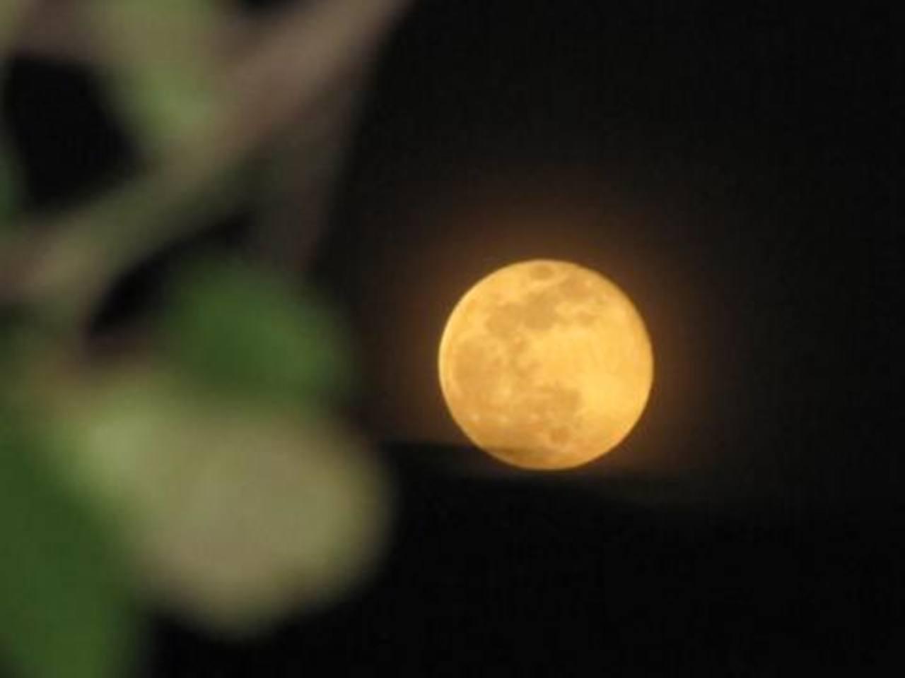"""La """"superluna"""" desde Soyapango, San Salvador, El Salvador. Foto gracias @Santogalactico"""