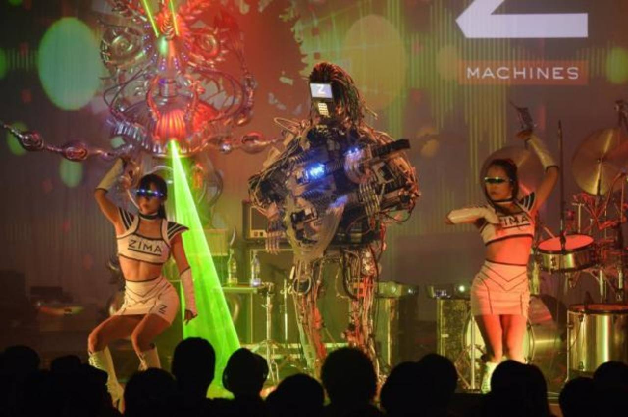 """Presentación de Z- Machines, sofisticados """"robots artistas"""", durante su primer concierto ofrecido en Tokio."""