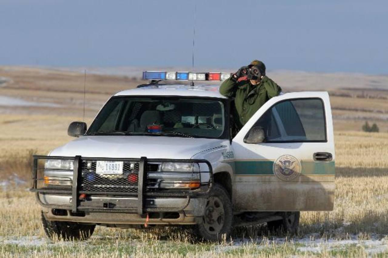 La enmienda aprobada pretende duplicar, a unos 40,000, el número de agentes estadounidenses que patrullan la frontera.