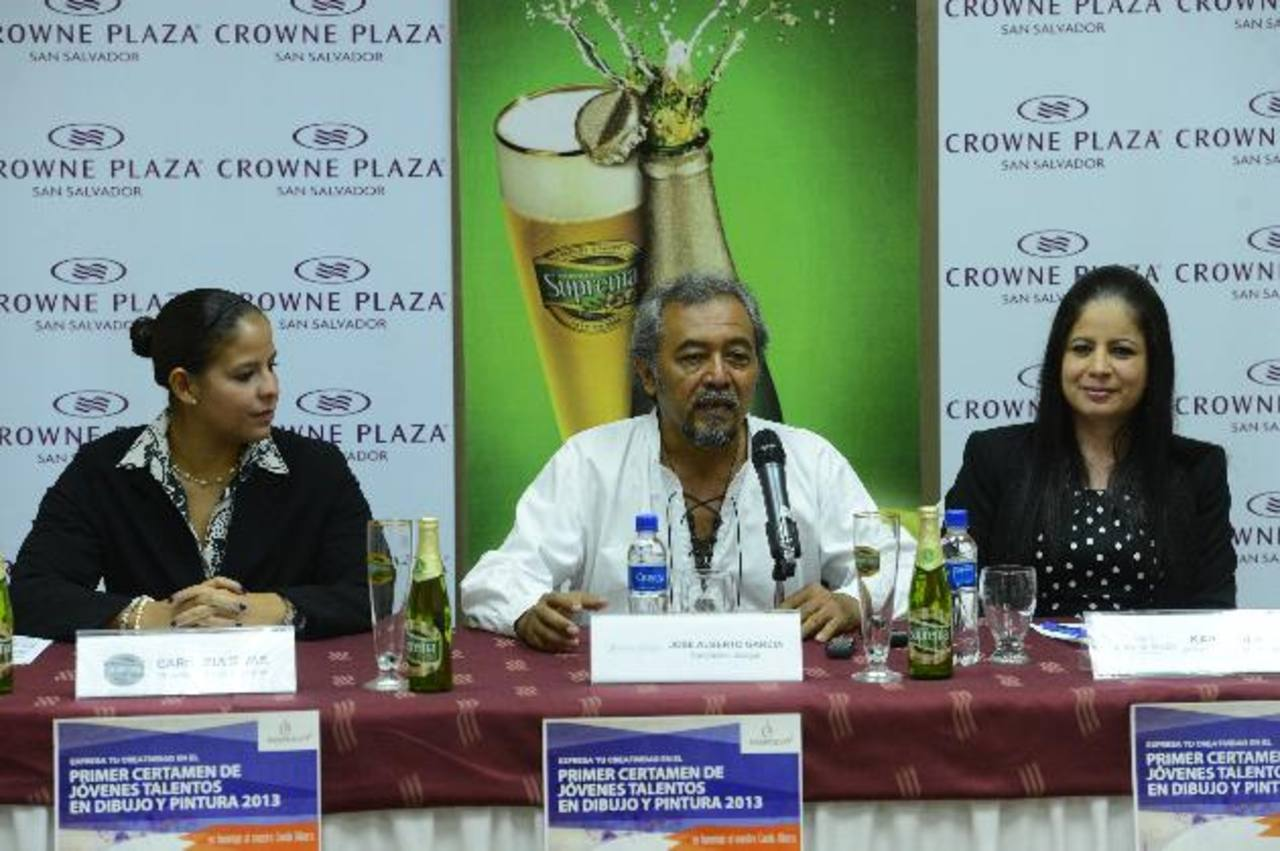 Equipo organizador del certamen. Foto EDH/ marvin recinos
