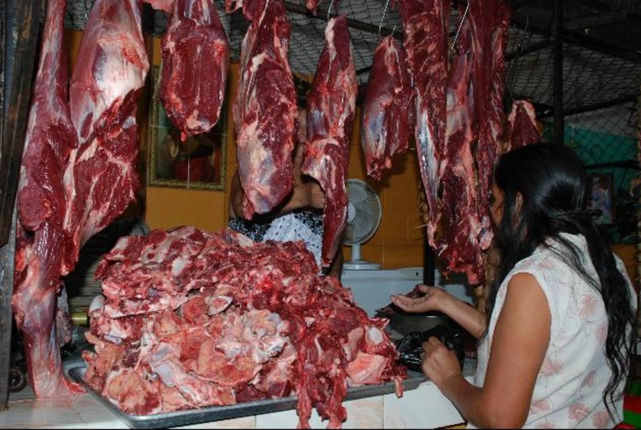La carne que destazan en el rastro es vendida en la misma ciudad. Foto EDH / CRISTIAN DÍAZ