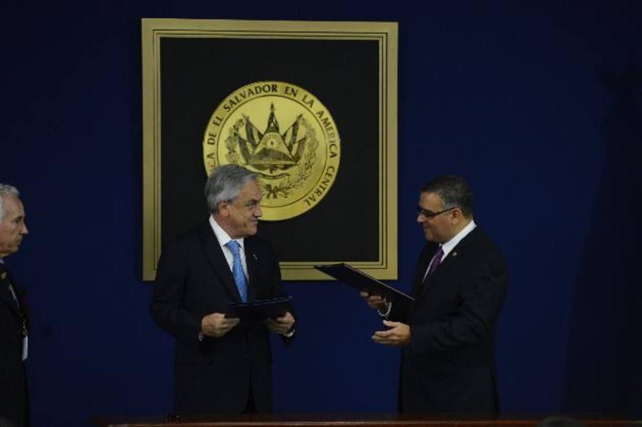El presidente Mauricio Funes le agradeció a su homólogo chileno, Sebastián Piñera, sus gestiones para el ingreso del país a la Alianza comercial. Foto EDH / Marvin Recinos