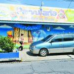 Profesores y padres de familia pidieron a la Policía incrementar su presencia para evitar estos delitos. Los sujetos se llevaron un maletín lleno de objetos robados. Foto EDH / Mauricio Cáceres.