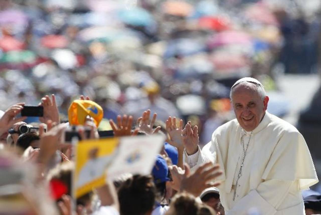 El Papa en una de las audiencias generales en el Vaticano. Fotos EDH / REUTERS - efe y AP