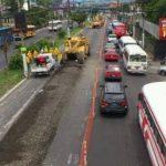 La construcción del Sitramss inició hoy y los conductores enfrentaron tráfico pesado en la zona. Foto EDH Mauricio Castro