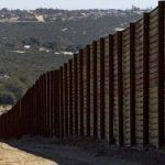 El muro que divide la frontera entre Estados Unidos y México. Foto/ Archivo