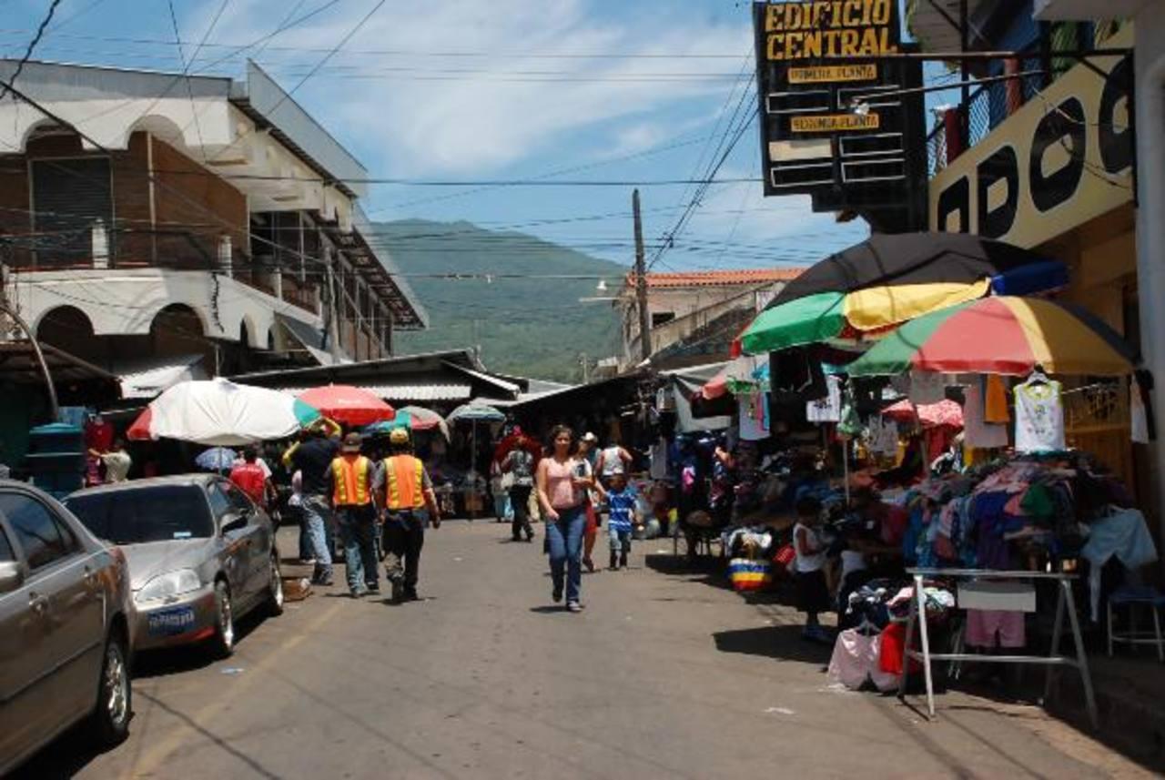 El ordenamiento en las calles del centro de La Unión ha causado varios problemas a la comuna. foto edh / insy mendoza