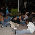 Algunos de los 37 supuestos mareros detenidos durante un operativo en las colonias IVU, Dina y San Juan Bosco. Serán acusados de cinco homicidios. Foto EDH / Cortesía PNC.