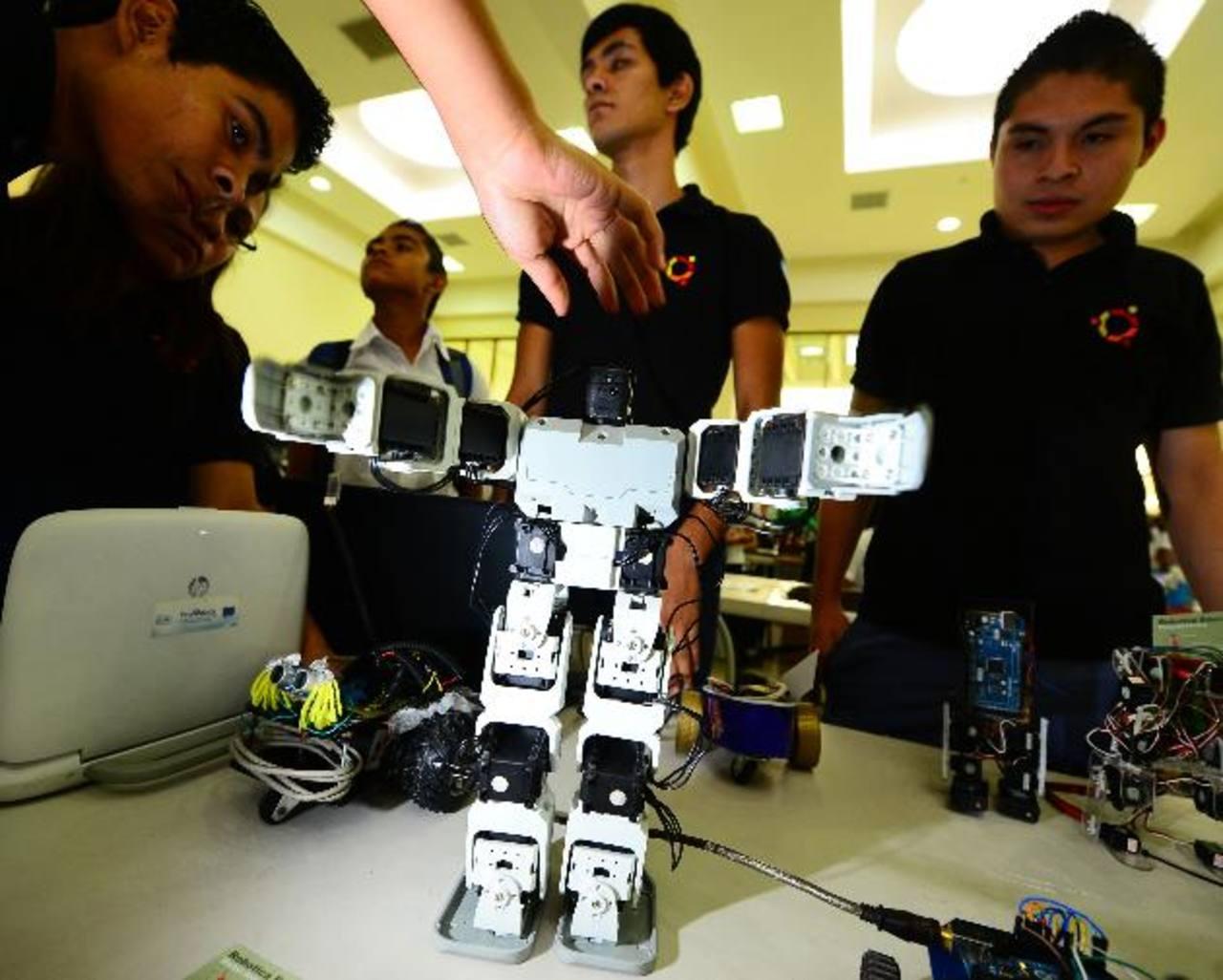 Ayer se realizó el Campamento de Robótica Educativa, en el Ministerio de Relaciones Exteriores. Foto EDH / mario amaya