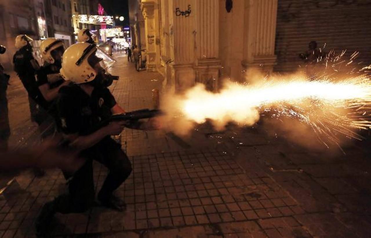 La comercial calle Istiklal fue el escenario de los nuevos enfrentamientos.