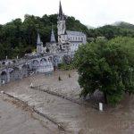 El santuario religioso que permanece cerrado por las inundaciones. FOTO AP
