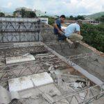El tejado del centro escolar Leopoldo Mayén Torres, de Santa Ana, caducó su vida útil desde hace cinco años. Foto EDH / Mauricio Guevara