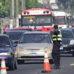 Afectados por el tráfico lento, cambio de 1,800 vialetas y falta de tapaderas