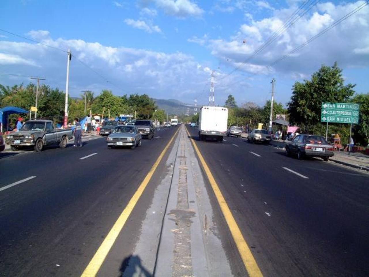 Un tramo de 800 metros desde Unicentro Soyapango hacia San Martín (paso a desnivel) será cerrado por casi un mes. Foto/ Archivo