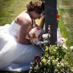 Previo a su boda, Paige Eding, de 23 años, visitó la tumba de su padre, el momento especial ha causado furor en internet Foto tomada de internet