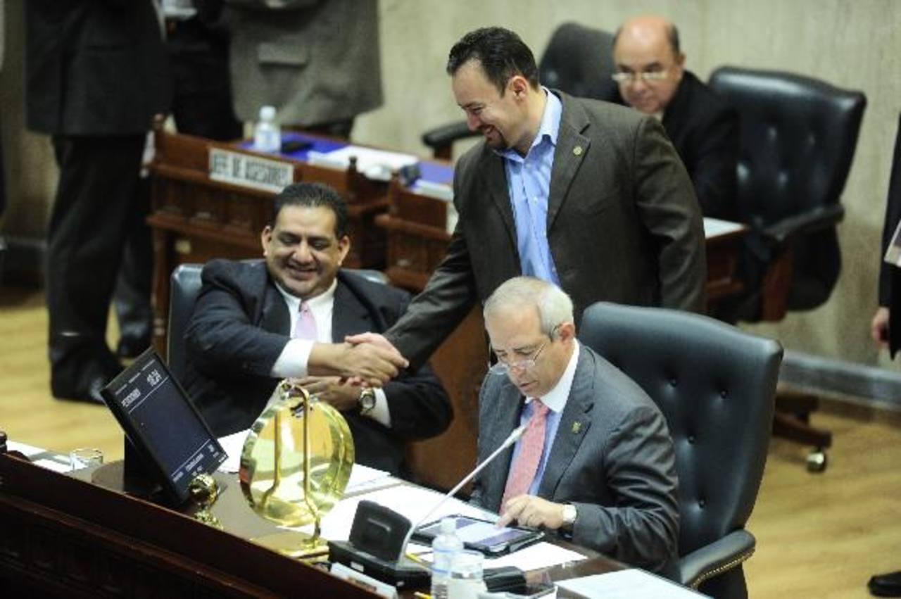 Los diputados recibieron ayer, cerca de la media noche, la renuncia de los magistrados Gregorio Sánchez Trejo y Javier Tránsito Bernal. foto edh / ARCHIVO