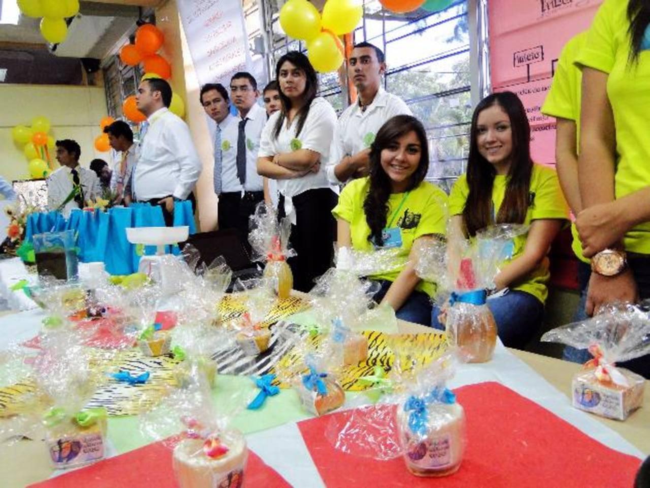 Los alumnos mostraron diversos productos en la exposición. Foto EDH /cortesía