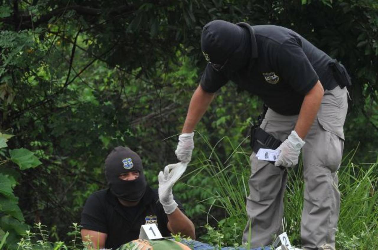 Las morgues móviles servirían para acercar el servicio de autopsias en el departamento de Chalatenango y en el oriente del país según Medicina Legal. Foto EDH / Archivo.
