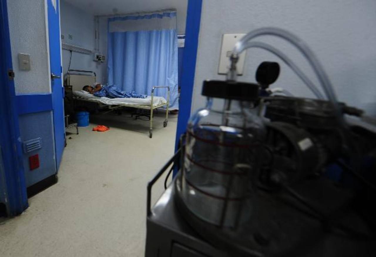 Paciente recibe tratamiento de quimioterapia en el Servicio de Hematooncología del hospital nacional Rosales. Foto EDH / archivofoto edh / archivo