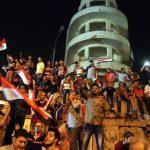 Los egipcios celebraron con júbilo en la Plaza Tahir el derrocamiento del gobierno en manos del ejército